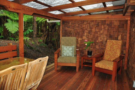 Volcano Places : Kate's Volcano Cottage patio