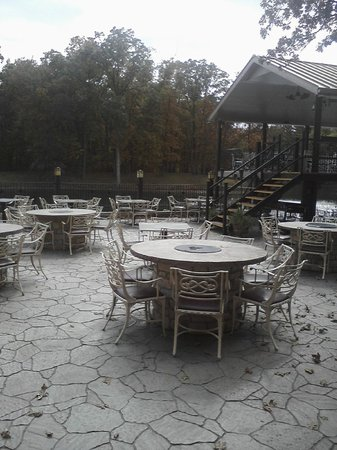 The Copper Dock Winery: In the center of those tables is a fire pit.