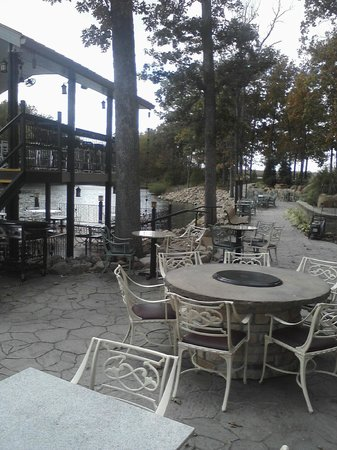 The Copper Dock Winery: more shots of the outside patio.