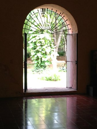 Convent de San Bernardino de Siena : Interior Looking Outside