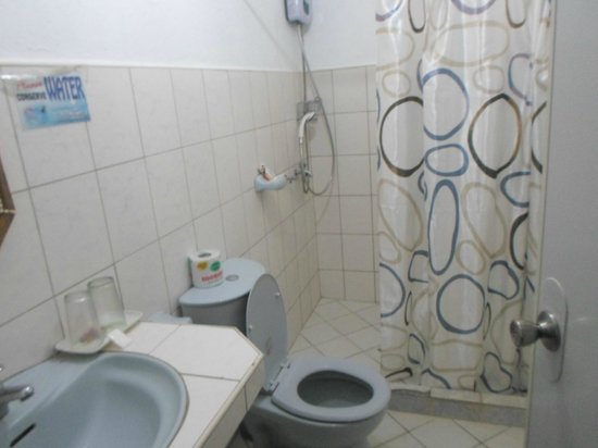 La Isla Bonita Resort: just normal bathroom