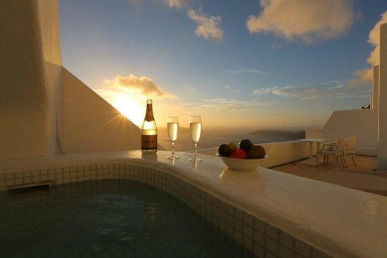 Astra Suites: Blick vom Jacuzzi der Honeymoon Suite