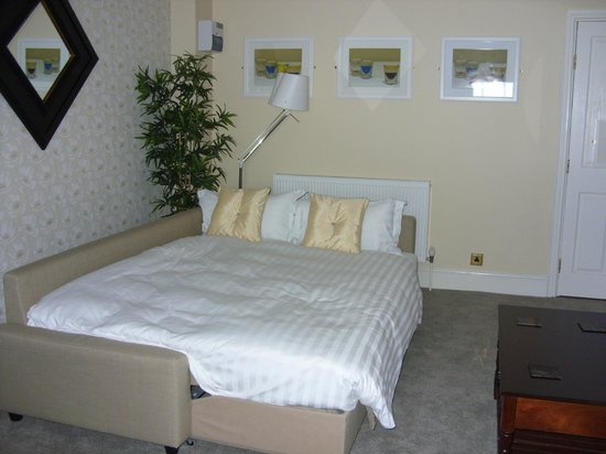 The Lowther Hotel: Room 205