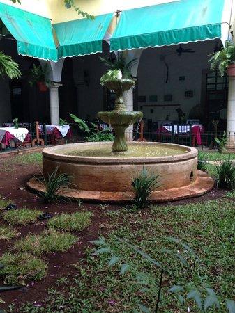 El Meson del Marques: Fountain at Reception