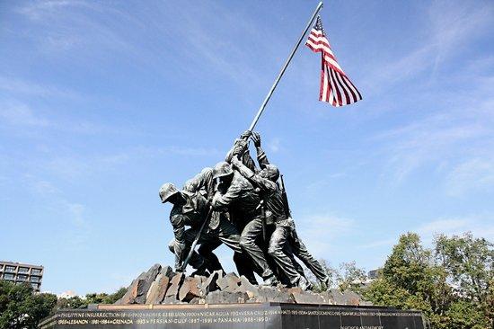 U.S. Marine Corps War Memorial : Iwo Jima Memorial
