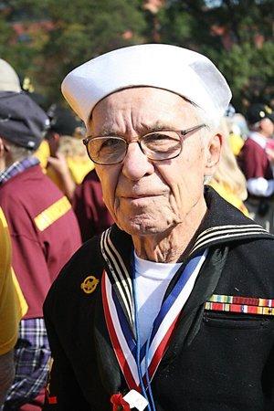 U.S. Marine Corps War Memorial : Hij voer op een marineschip in de 2e wereldoorlog.