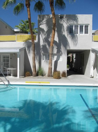 Movie Colony Hotel : relax by the pool