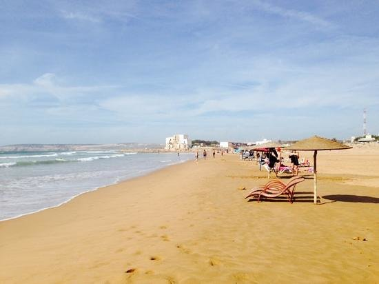 La Mouette et les Dromadaires : la plage a coté du restaurant