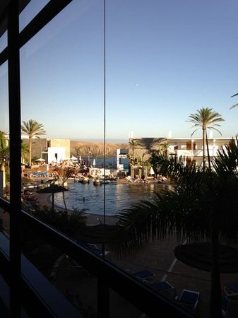 THe Mirador Papagayo: view from Reception onto the pool area.
