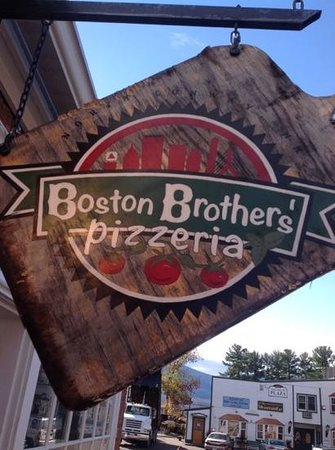 Boston Brothers Pizzeria : big slice!