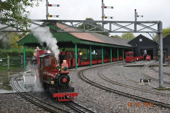 Eastleigh Lakeside Railway: view of the station