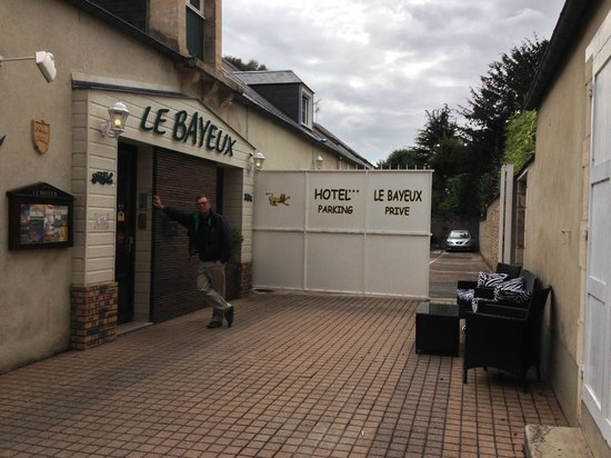 Hotel Le Bayeux : entrance hotel bayeux