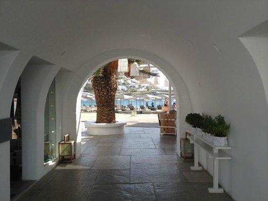Mykonos Ammos Hotel: walk to the beach