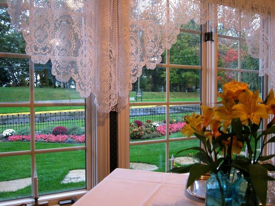 Inn at the Park Bed & Breakfast: View of park from dining room table