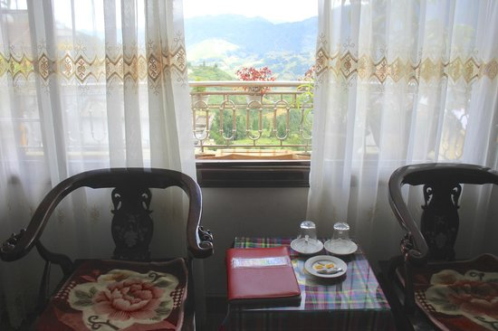 Sapa Luxury Hotel: Room and view beyond