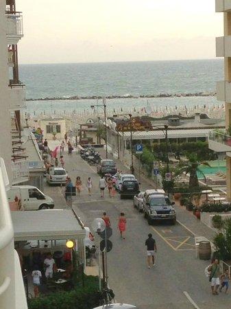 Mediterraneo Hotel & Suites: вид с балкона бокового номера