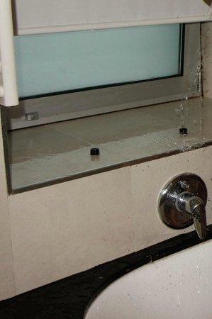 Hotel Andalucía Center: Bathroom