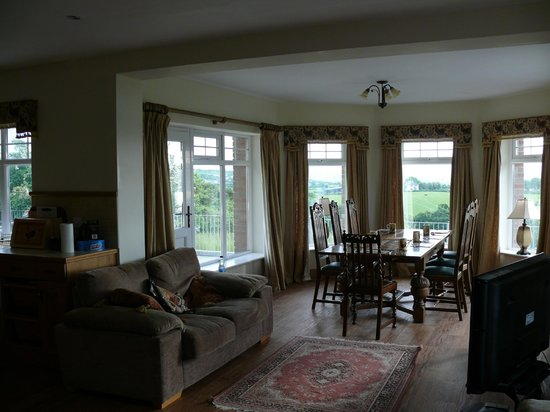 Ballylawn Lodge Bed and Breakfast: Dining Area