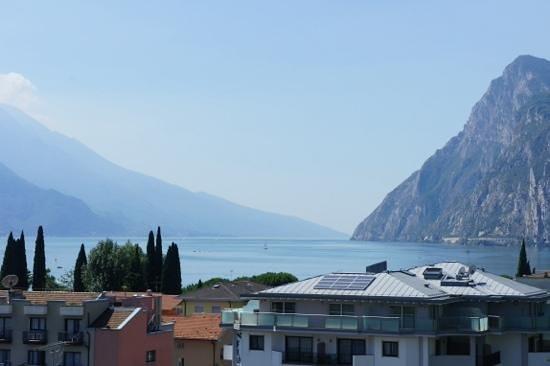 Hotel Kristal Palace - Tonelli Hotels : veduta del lago dall' Hotel Kristal Palace