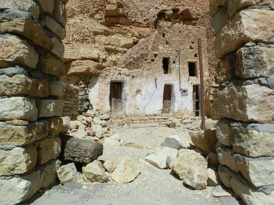 Carthage Tours: interno di un granaio e abitazione berbera