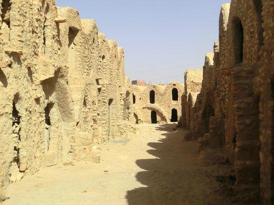 """Carthage Tours: granaio a Medenine (dove è stato girato una parte di """"Guerre Stellari"""""""