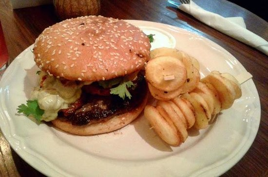 Bistro St. Germain : Beef burger with guacamole and potato slices