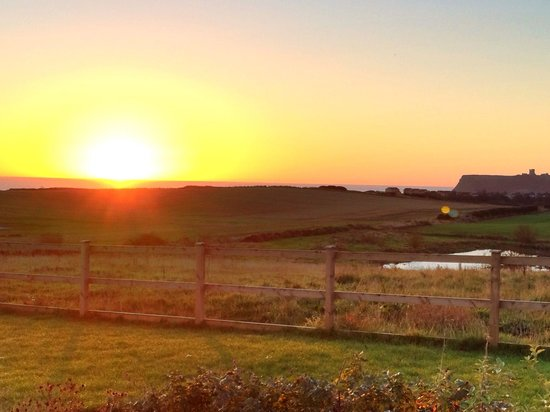 Scalby Lodge: Early morning sunrise! The view from Castleview