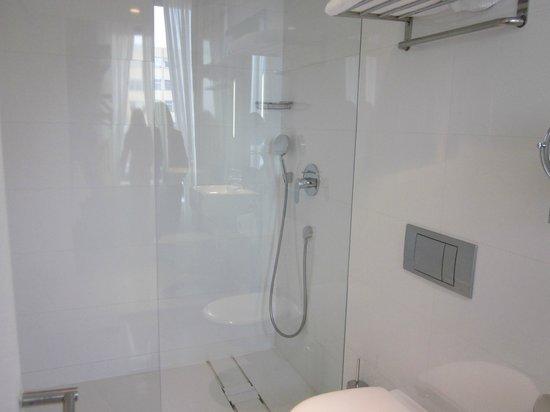 H10 Berlin Ku'damm: baño