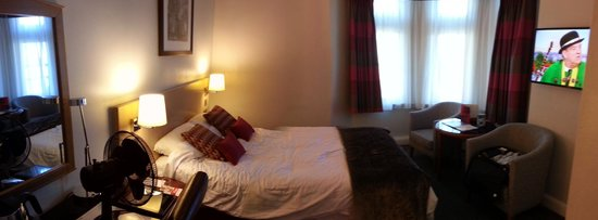 Thistle Bloomsbury Park: A panorama view of my room.