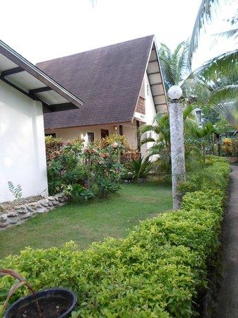 Flower Garden Resort: Garden