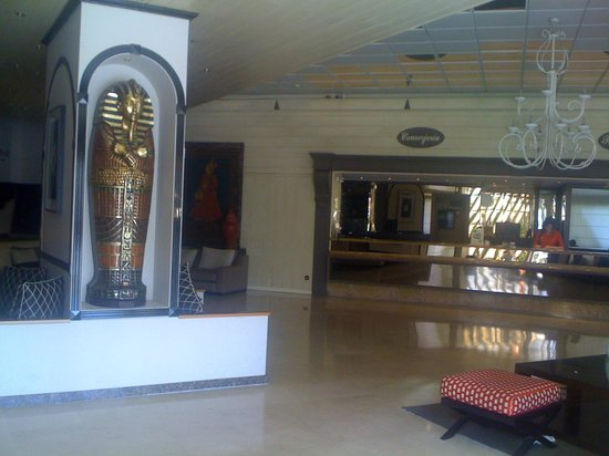Hotel Las Piramides: Reception area
