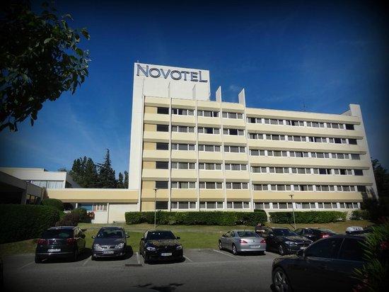 Novotel Avignon Nord: Zicht vanuit de parking