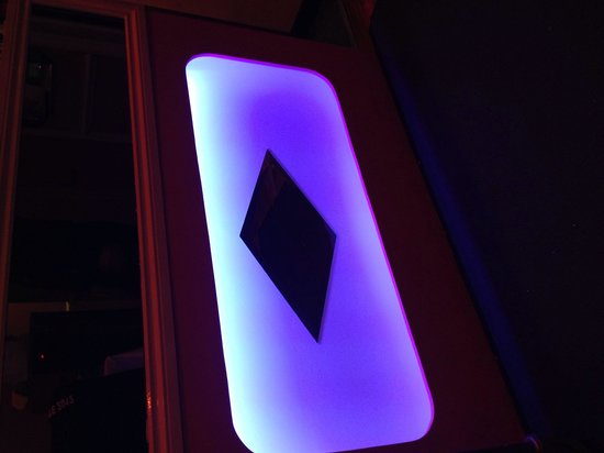 The Viceroy: Bar lighting