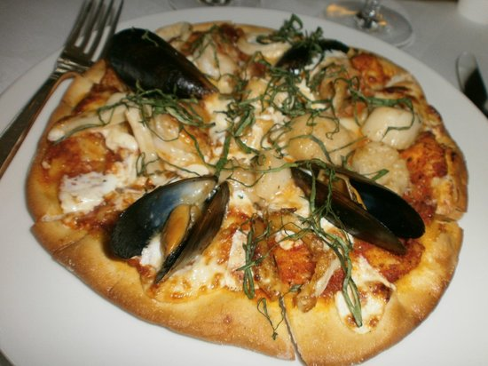 Gustino : Seafood pizza