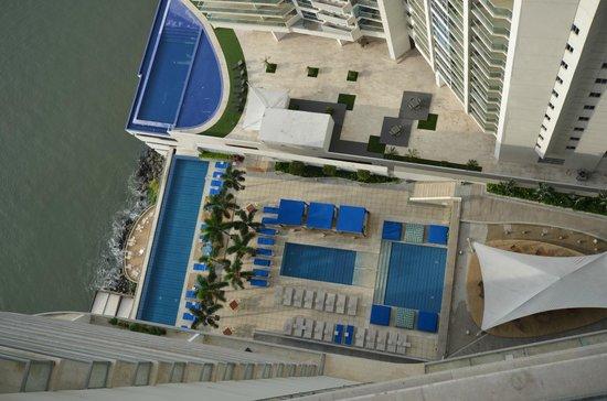 Trump International Hotel & Tower Panama: Pool area