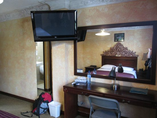 Howard Johnson Inn Guatemala City: nice TV