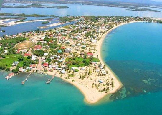 Roam Belize - Day Tours: Placencia Village