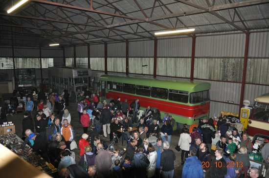 Isle of Wight Bus Museum: Very busy inside the museum