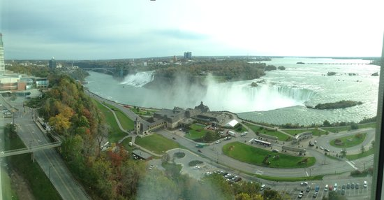 Niagara Falls Marriott Fallsview Hotel & Spa : View from the window in the morning!!!