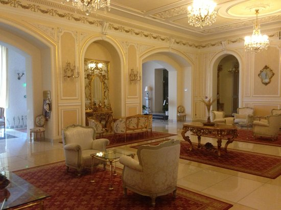 Grand Hotel Continental: Old style decadence in the lobby