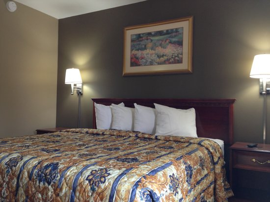 Americas Best Value Inn - Tulsa West (I-44): King Guest Room