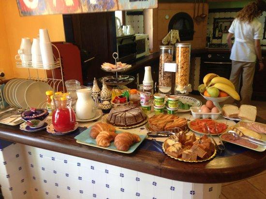 Villa Monica B&B: Breakfast