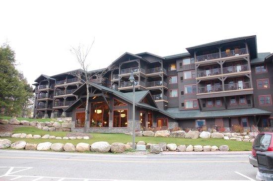 Hampton Inn & Suites Lake Placid: Outside of hotel
