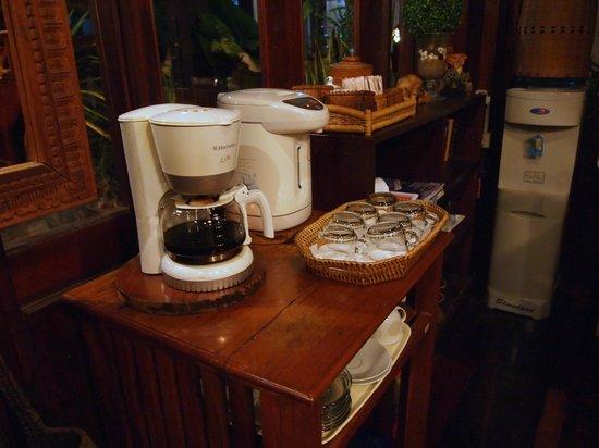 Villa Senesouk: чай и кофе в вестибюле