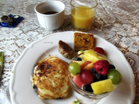 Leisure Estates Bed & Breakfast Retreat: Delicious Homemade Breakfast with tea!