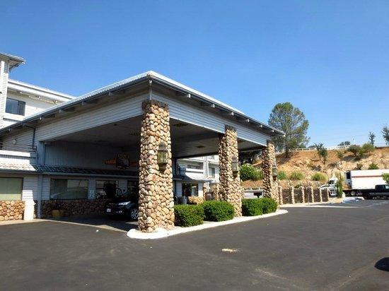 Yosemite Southgate Hotel & Suites : Entree