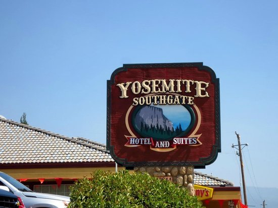 Yosemite Southgate Hotel & Suites: Uithangbord