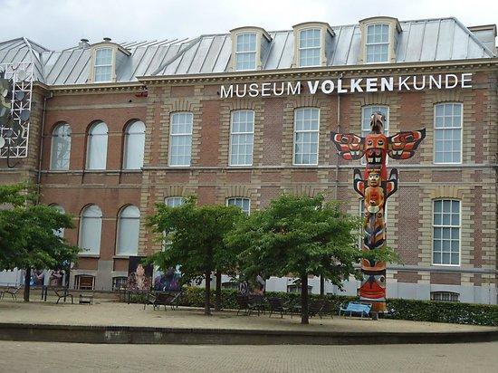 Museum Volkenkunde: Het voorplein.