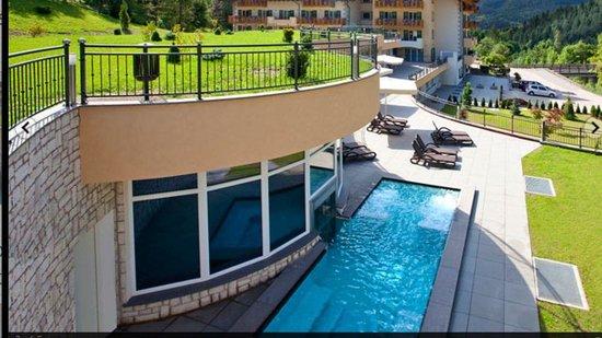 Rio Stava Family Resort & Spa : Piscina esterna 34 gradi con idromassaggio