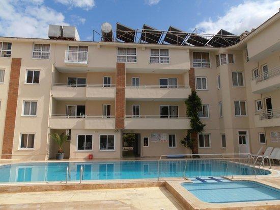Mar Soleil Apartments: Looking onto room 11, 1st floor